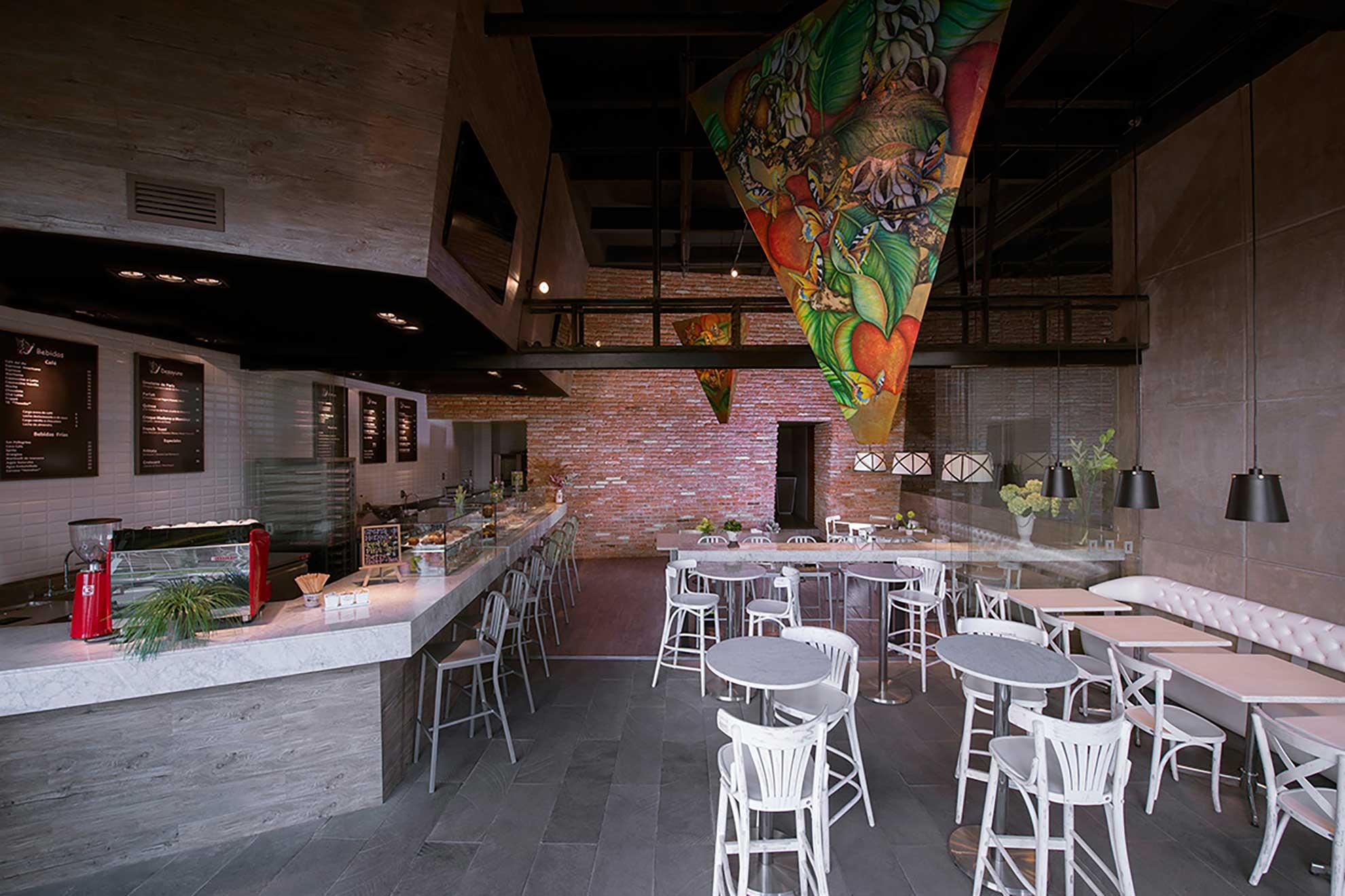 Restaurante Deli Bakery de comida internacional ubicado en Santa Fe, cuenta con piezas de Depa 102