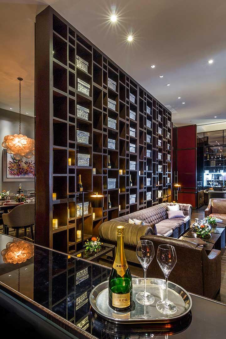 La Table Krug, locación para escenas de James Bond. Muebles de diseño por Depa 102 para hotel St Regis México