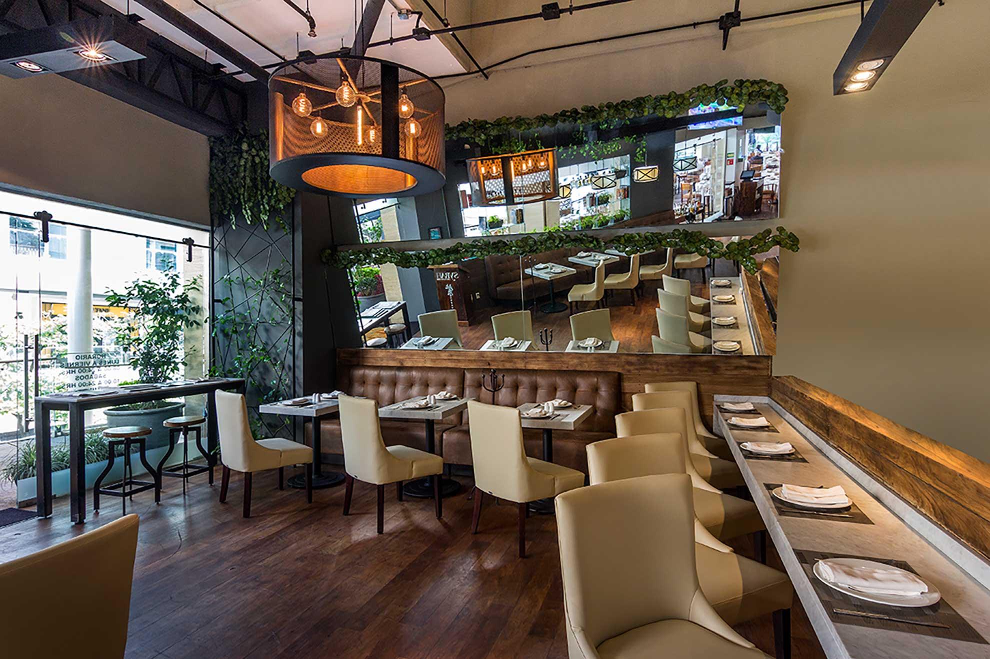 Restaurante de comida Asiática y Mediterránea unidos en un espacio diseñado por Depa 102