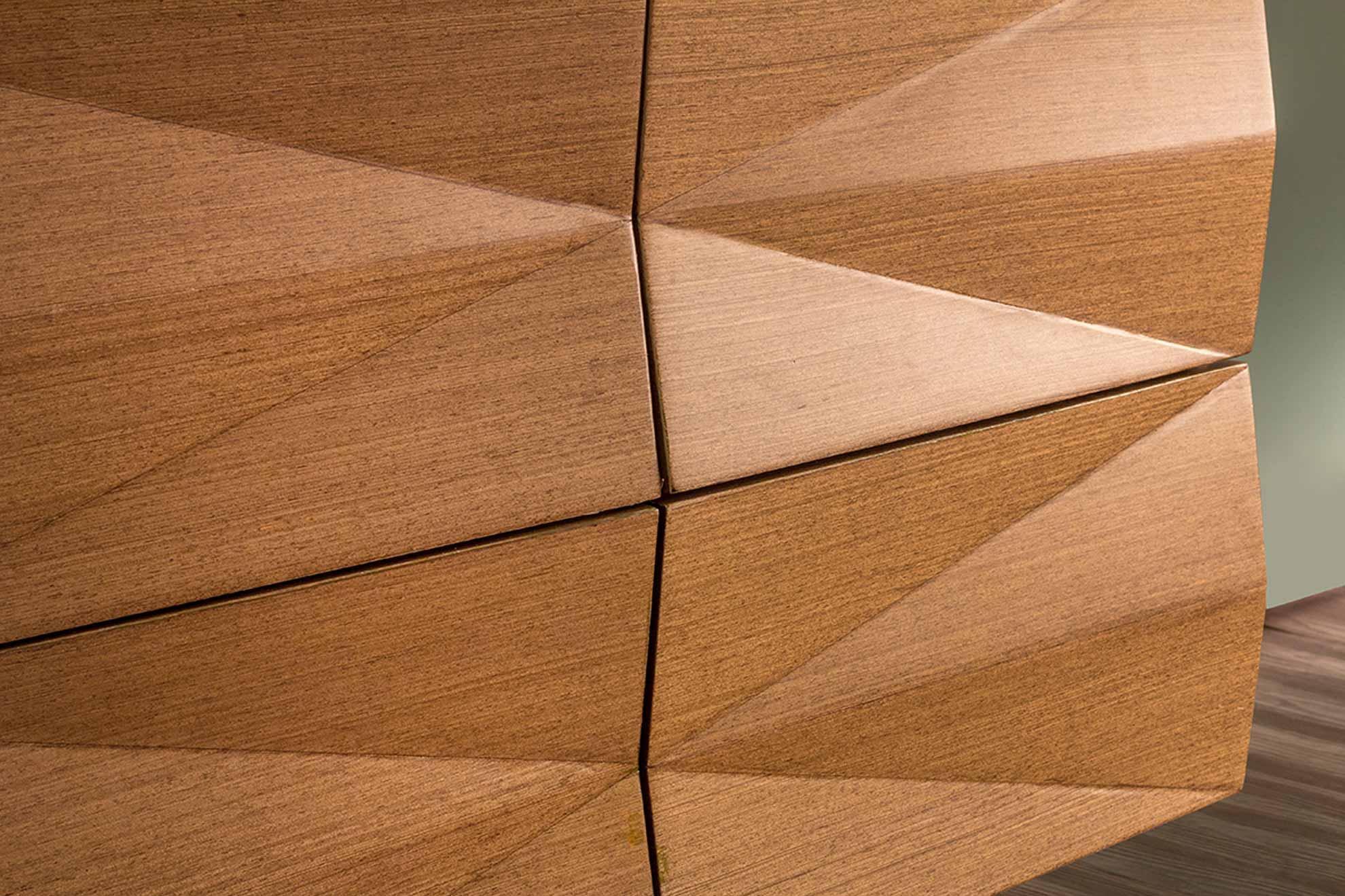 Credenza hecha con madera de nogal, detalle patrón geométrico diseñado y creado por Depa 102