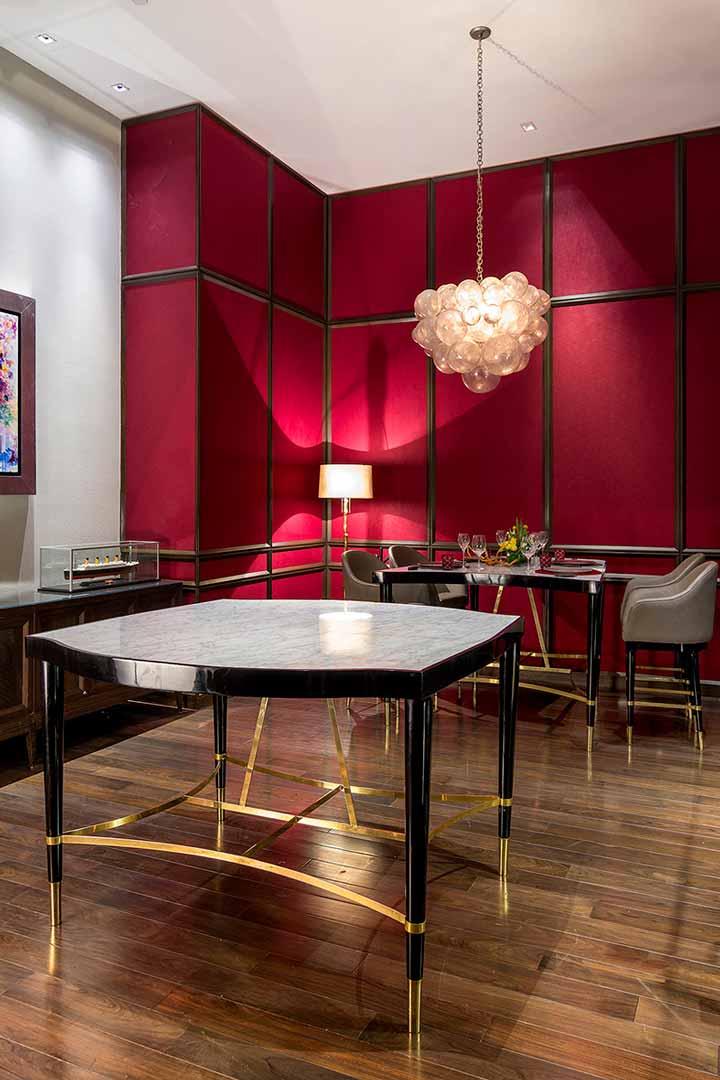 Mesa tríptico La Table creada con mármol cabrera, detalles en latón y ensamble 3 en 1 diseñada por Depa 102