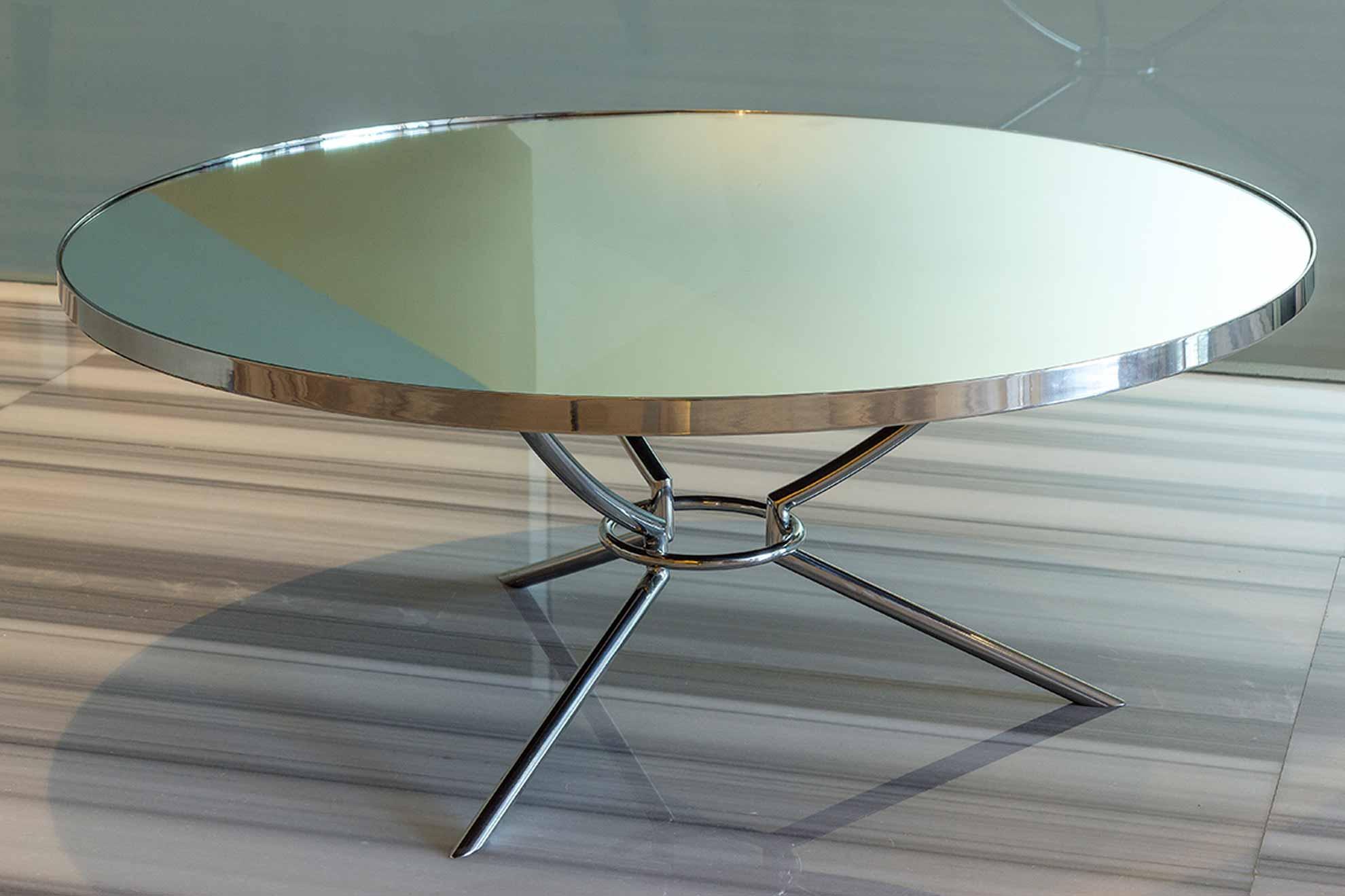 Mesa de acero cromado con cubierta de espejo y patas de acero, una pieza creada por Depa 102